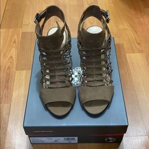 Vince Camuto VV-Evel smoke taupe in size 8.5M